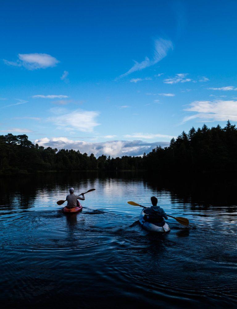 Каноэ и каяк — лучшие способы передвижения по реке